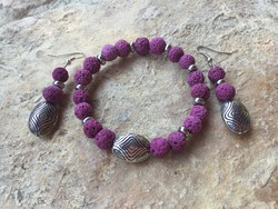 Fukszia lila színezett lávakő karkötő és fülbevaló
