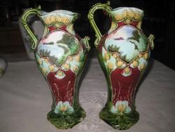 Majolika váza pár   , valószínű körmöcbányai   ,  26 cm