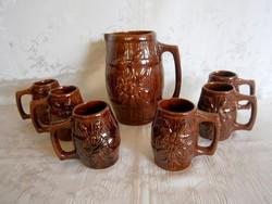 Kézzel készült, egyedi nagyon régi kerámia boros készlet: nagy kancsó és 6 füles pohár