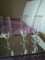 Üveg pezsgős pohár