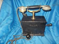 Régi fadobozos tekerős telefon