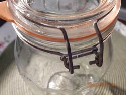 Szépséges befőttes üveg, zárható tetővel