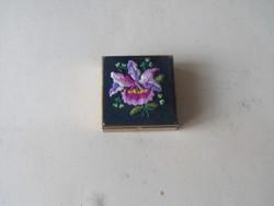 Réz doboz virágos tetővel