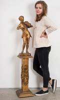 Fából faragott aranyozott posztamens Mozart szoborral