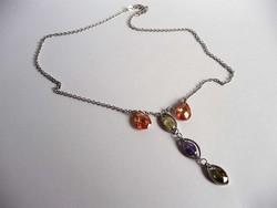 Ezüst nyaklánc színes kristályokkal