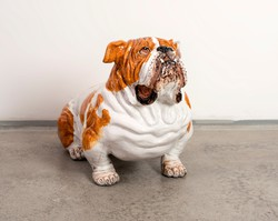 Életnagyságú fajansz bulldog szobor
