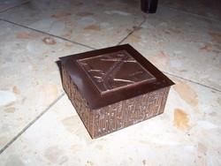 Fém és fa betétes doboz eladó