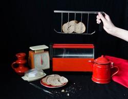 Piros retro kenyérpirító kivehető betéttel - csak dekorációnak