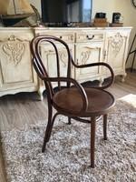 Jelzett thonet karfás szék