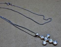 Szép kis régi köves ezüst kereszt medál láncával