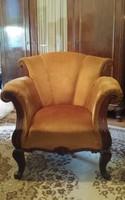 5 darabos barokk ülőgarnitúra drapp bársony bevonattal, faragott és szegecselt díszítéssel.