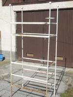 Ipari loft, retro polcos vasszekrény