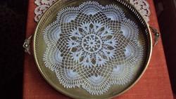 NAGYMÉRETŰ antik,szecessziós pohár réztálca,üveggel védett csipke betéttel,rácsos peremmel.