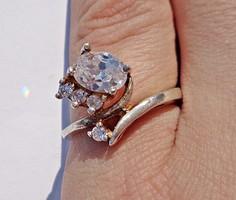 Nagyobb és 4 kisebb csiszolt köves ezüst gyűrű