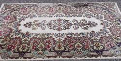 Virág mintás kézi szőnyeg-240 cm x 125 cm