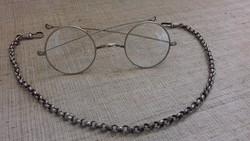 Régi alpakka cizellált keretes optikai szemüveg okuláré hozzá való nyakba akasztó lánccal