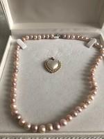 Szép rozsaszin gyöngysor medálal