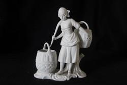 Arpo mázatlan/biszkvit porcelán vízhordó lány figura