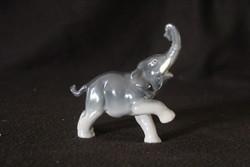 Német porcelán elefánt figura
