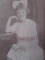 Cca.1910. eredeti DISKAY  fotó, fénykép,fotográfia-Kislány fehér ruhában ,fehér masnival