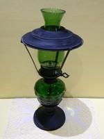 Zöld üveg petroleum lámpa.
