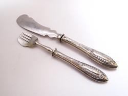 Orosz ezüst nyelű süteményes villa és kés.