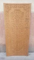 Dúsan faragott nagyméretű fa tábla