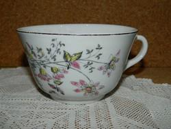 Sorszámozott vastag falú virágos teás csésze.