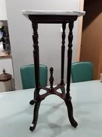 Gyönyörű fa, faragott asztalka,posztamens