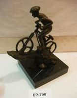 Kerékpáros szobor (160)