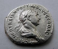 Trajanus ezüst dénár.