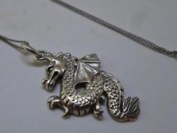 Szép régi keleti sárkány medálos ezüstnyaklánc