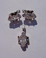 Egy nagyobb és két kisebb köves ezüst fülbevaló és medál, szett