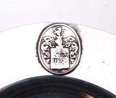 Címeres ezüst paténa.