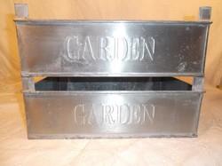 Rekesz - bádog -  GARDEN felirattal -  nagy - 35 x 26 x 12 cm - két oldalán dombornyomott - hibátlan