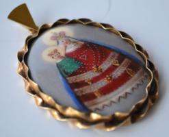 Medál arany keretben festett Madonna a Kis Jézussal