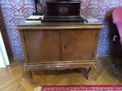 Neo barokk kis szekrény