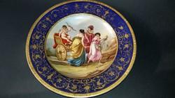 Aranyozott, kèzzel festett porcelán tányér. / Ámor diadala /