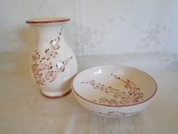 Gyönyörű, jelzett, kézzel festett majolika / kerámia barackvirágos kisebb váza és tál