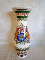 Gyönyörű, jelzett, kézzel festett majolika / kerámia váza 30 cm magas