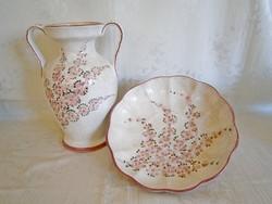 Gyönyörű, jelzett, kézzel festett majolika / kerámia barackvirágos nagy váza és tál