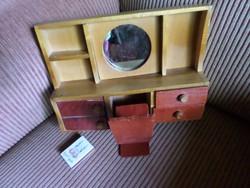 28 x 20 cm-es , játék fésülködő asztal + szék