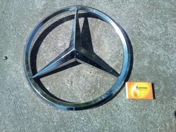 Eladó egy nagy méretű Mercedes jel.Átmérő: 28 cm.