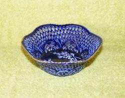 Áttört mintás porcelán tálka