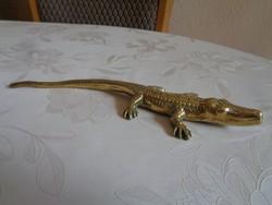 Impozáns réz krokodil