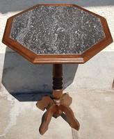 Kis asztal márvány tetővel 15eft.