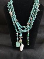 Gyönyörű egyedi egzotikus türkiz 4 soros kézműves nyaklánc ezüst és kagyló díszekkel és csattal
