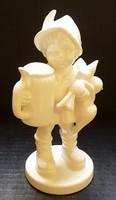 Hummel kisfiú söröskorsóval, 14 cm --- FEHÉR