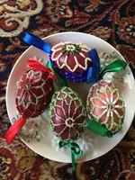 Négy darab gyönyörű gyöngyös tojás