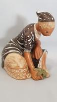 Kovács Margit palántázó kerámia figura